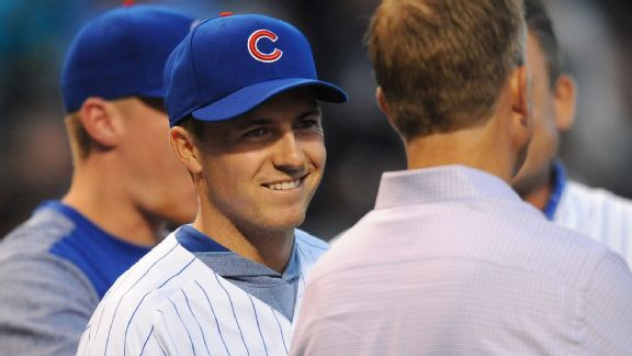 Throwing Lefty, Spieth tosses out first pitch at Cubs game