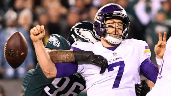 Vikings vs. Eagles (Derek Barnett causes Case Keenum to fumble)
