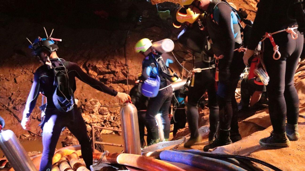 Resultado de imagen para rescate de niños atrapados en cueva de filipinas