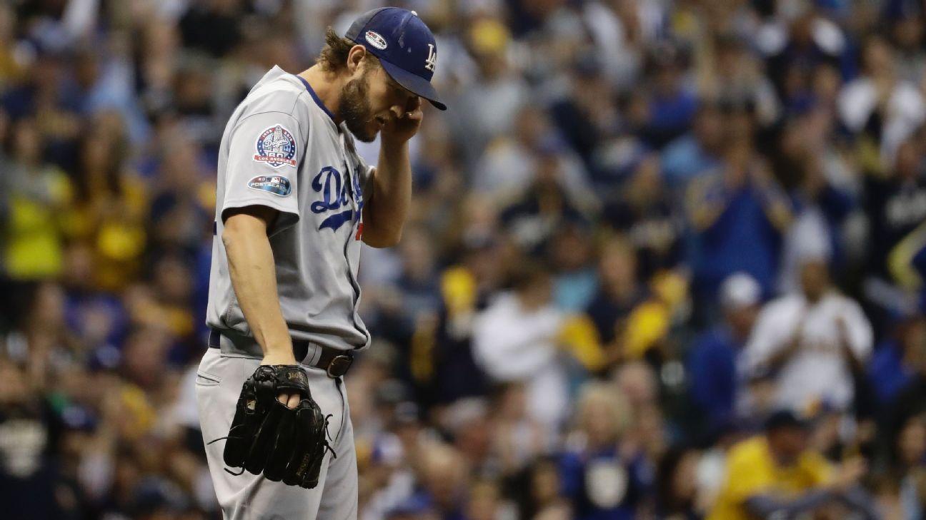 Clayton Kershaw seca sudor (Dodgers Los Angeles)