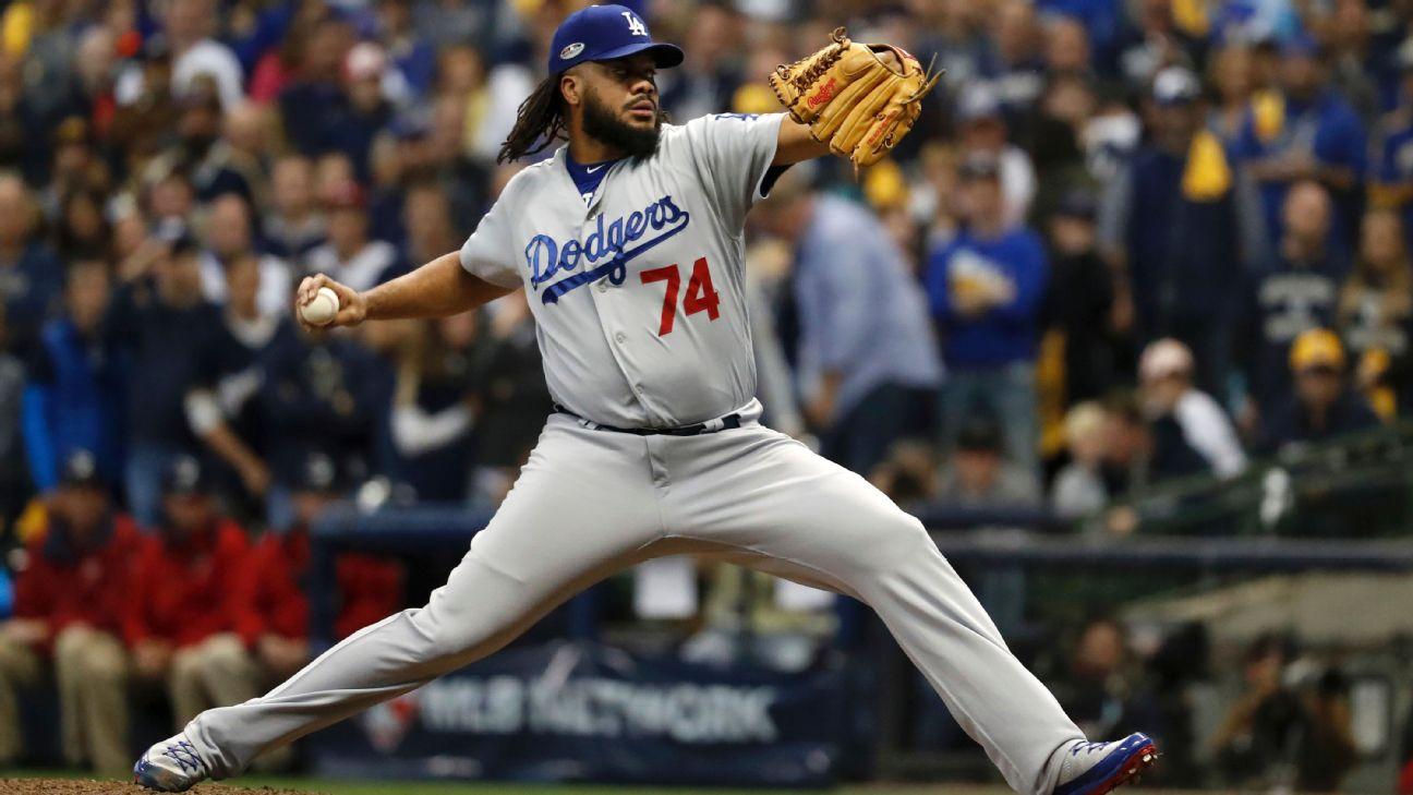 Kenley Jansen lanza (Dodgers Los Angeles)