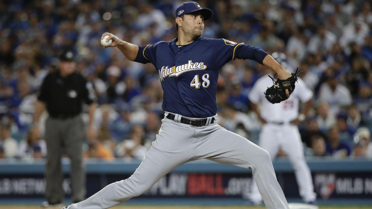 Joakim Soria lanza (Cerveceros Milwaukee)