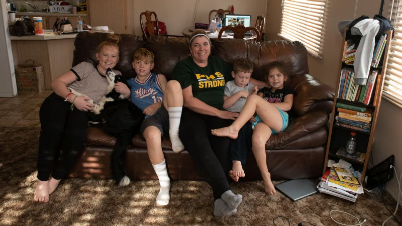 Sheila Craft with her children in Oroville, California.