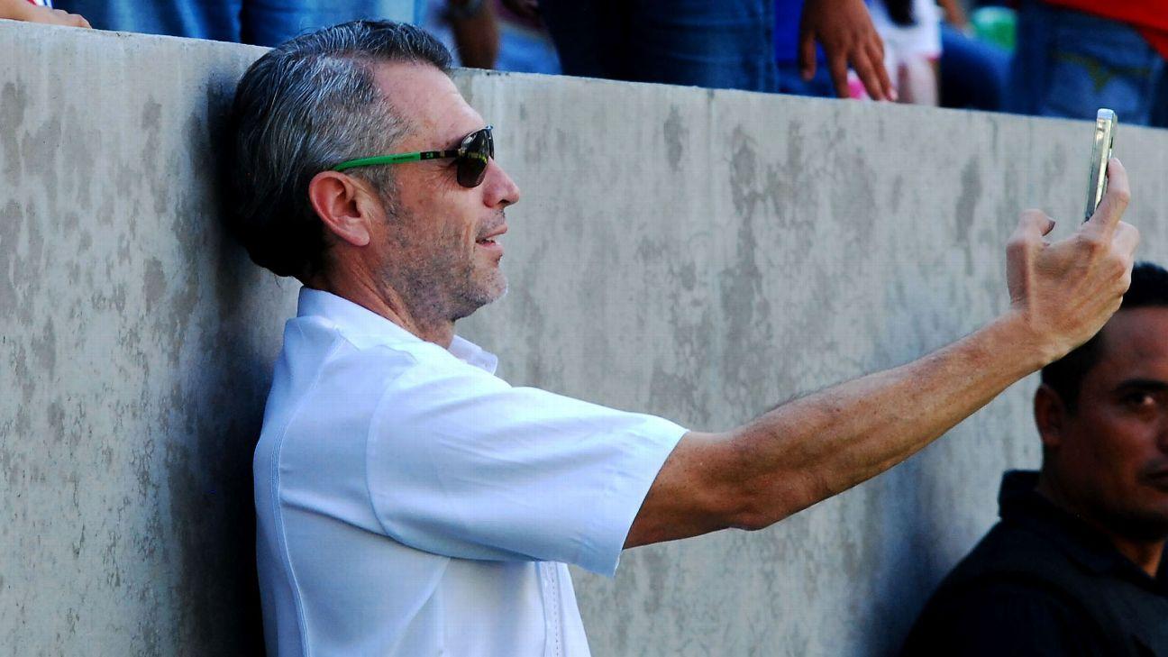 José Luis Higuera en el estadio de Zacatepec.