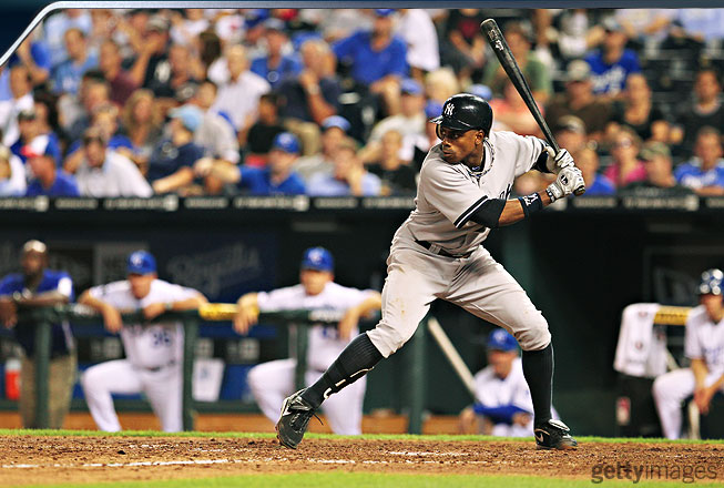 Granderson does not pick up his front foot and move it forward. Instead, he merely lifts his heel, which will eventually come back down to the ground as his weight shifts forward. The idea is to minimize movement and maximize efficiency.