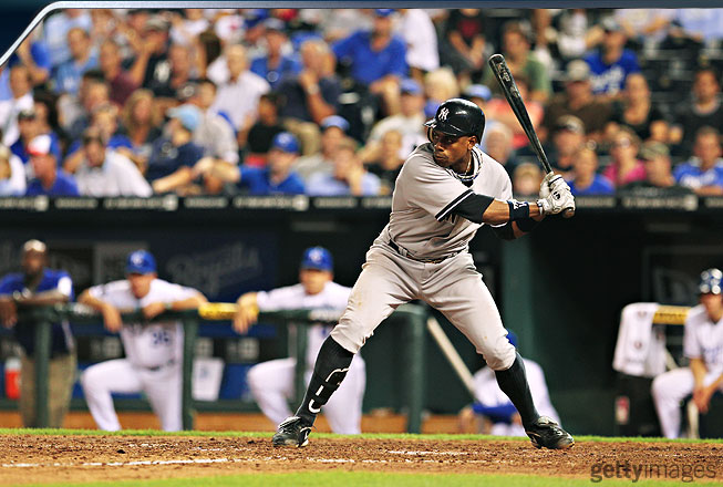 Granderson's hip turn begins as his front heel hits the ground. Now his leg is beginning to stiffen, allowing him to get good torque as he starts accelerating his hands toward the baseball.