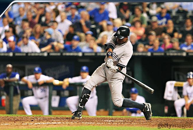 As Granderson brings his hands down toward the ball, the bat is traveling at tremendous speed. He is already up on his back toe as his body uncoils. His weight has shifted to the middle of his body, which enhances his ability to generate power.