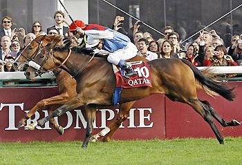Solemia (foreground) wins the 2012 Qatar Prix de l'Arc de Triomphe.