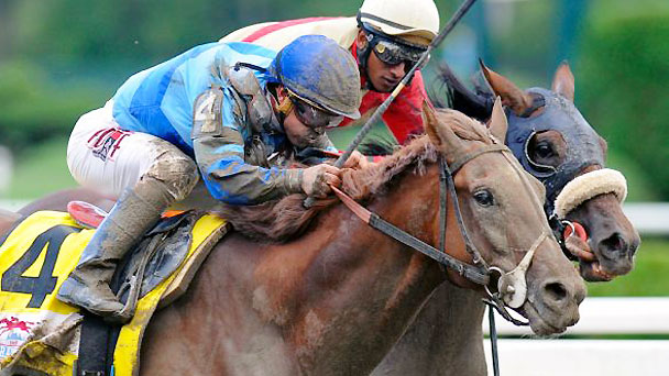 V.E. Day just gets in front of Wicked Strong to win the 2014 Travers Stakes at Saratoga.