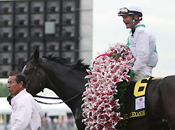 Rachel Alexandra, with Calvin Borel aboard, easily wins the Kentucky Oaks.