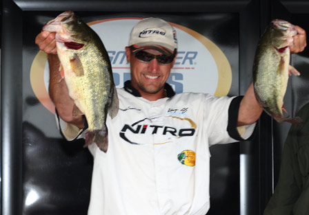 Chris Sumansky of Renfew, Pa with 21bls 5 oz leads day one on Lake Champlain