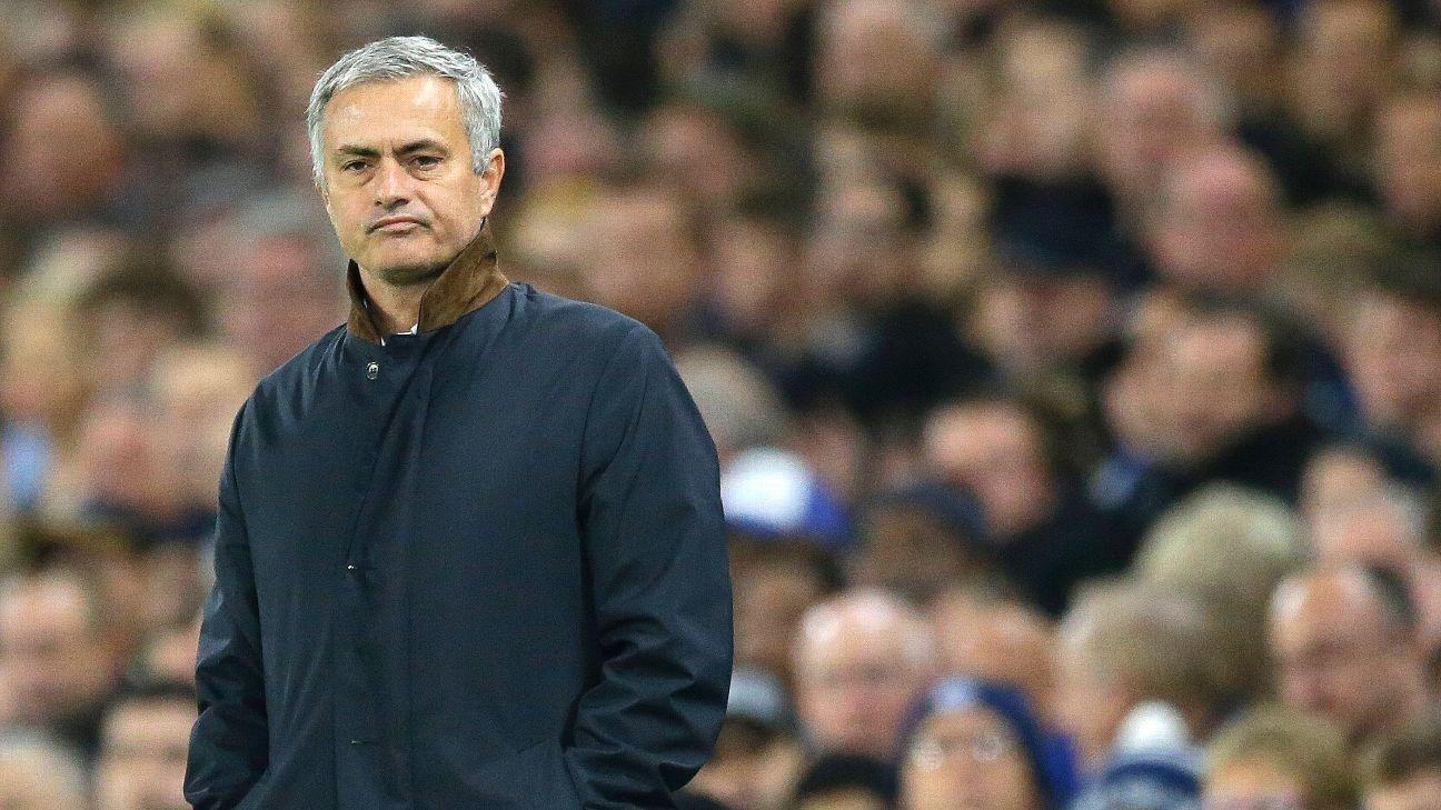 Jose Mourinho on the sidelines 151116
