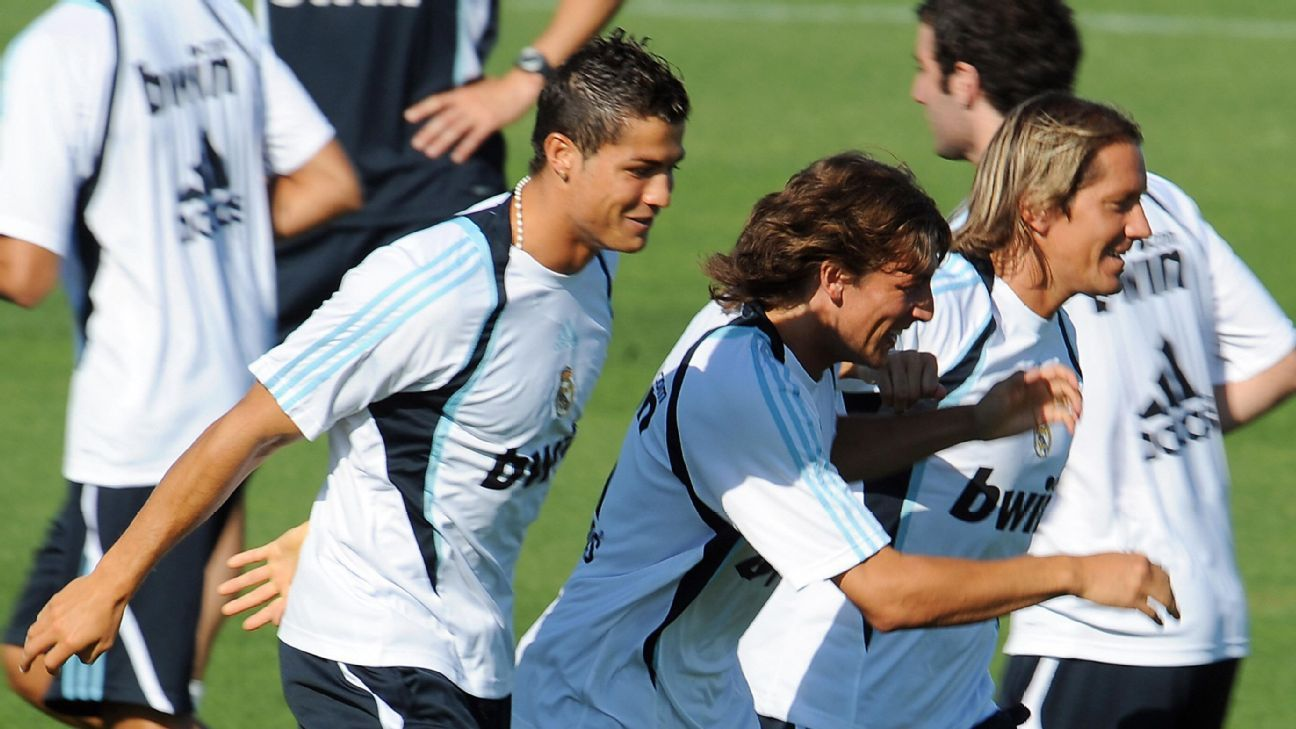 Salgado and Cristiano Ronaldo in 2009