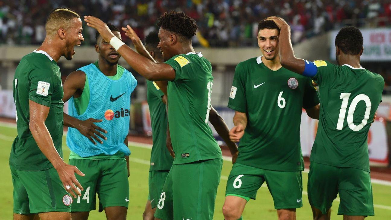 Nigeria's Alex Iwobi (c) celebrates with teammates
