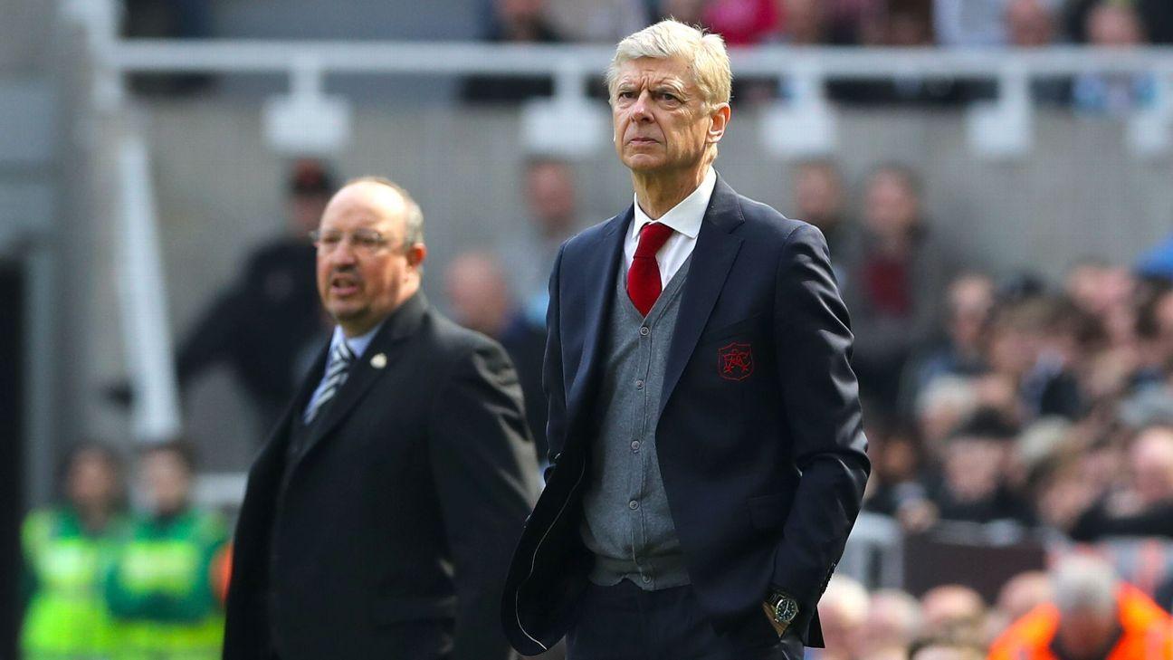 Arsenal's Arsene Wenger and Newcastle's Rafa Benitez