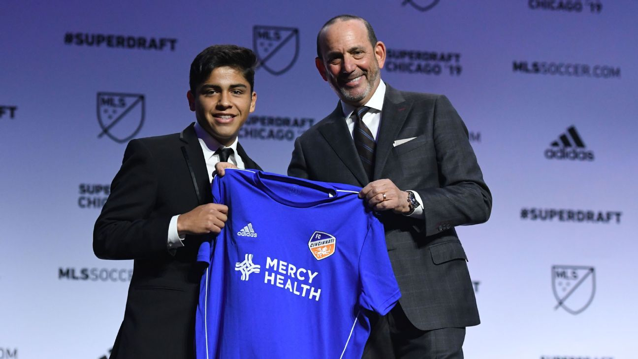 Frankie Amaya, left, poses for a picture with MLS commissioner Don Garber after FC Cincinnati picked him No. 1 in the SuperDraft.