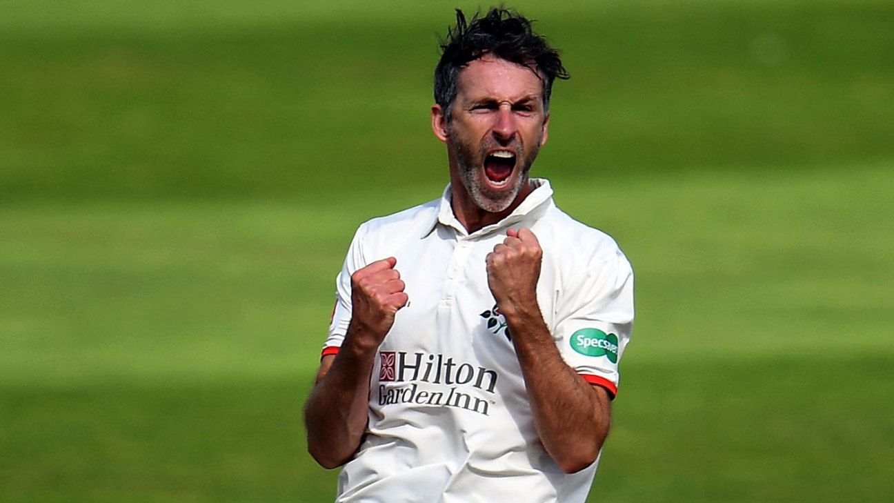 Graham Onions signs one-year contract extension with Lancashire
