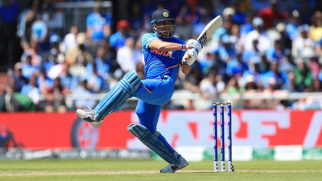 'Dhoni's experience has come good eight out of ten times' - Kohli