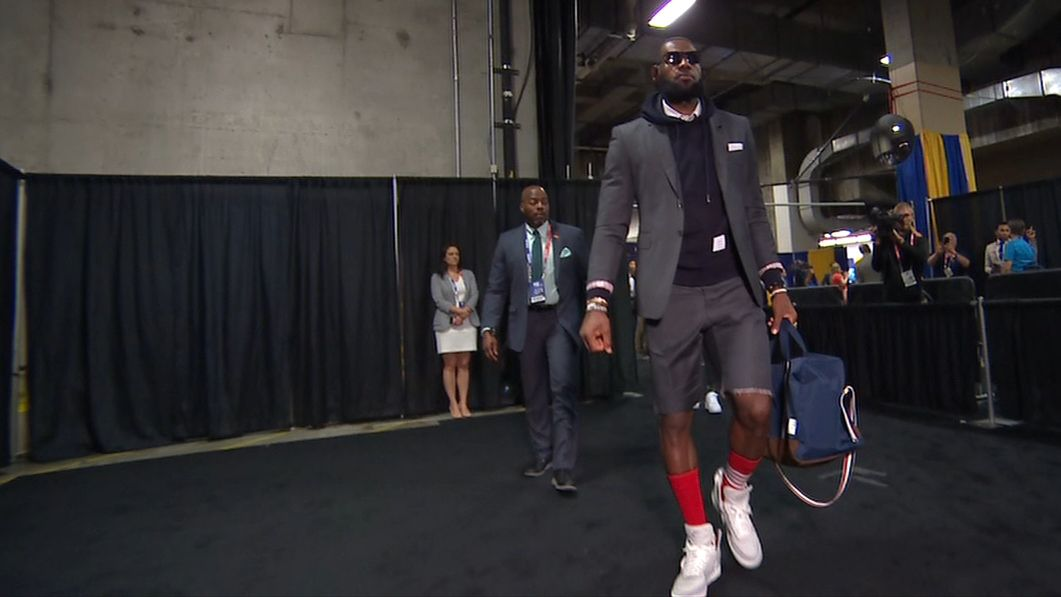 LeBron arrives in suit and shorts again - ESPN Video 48424e70b5