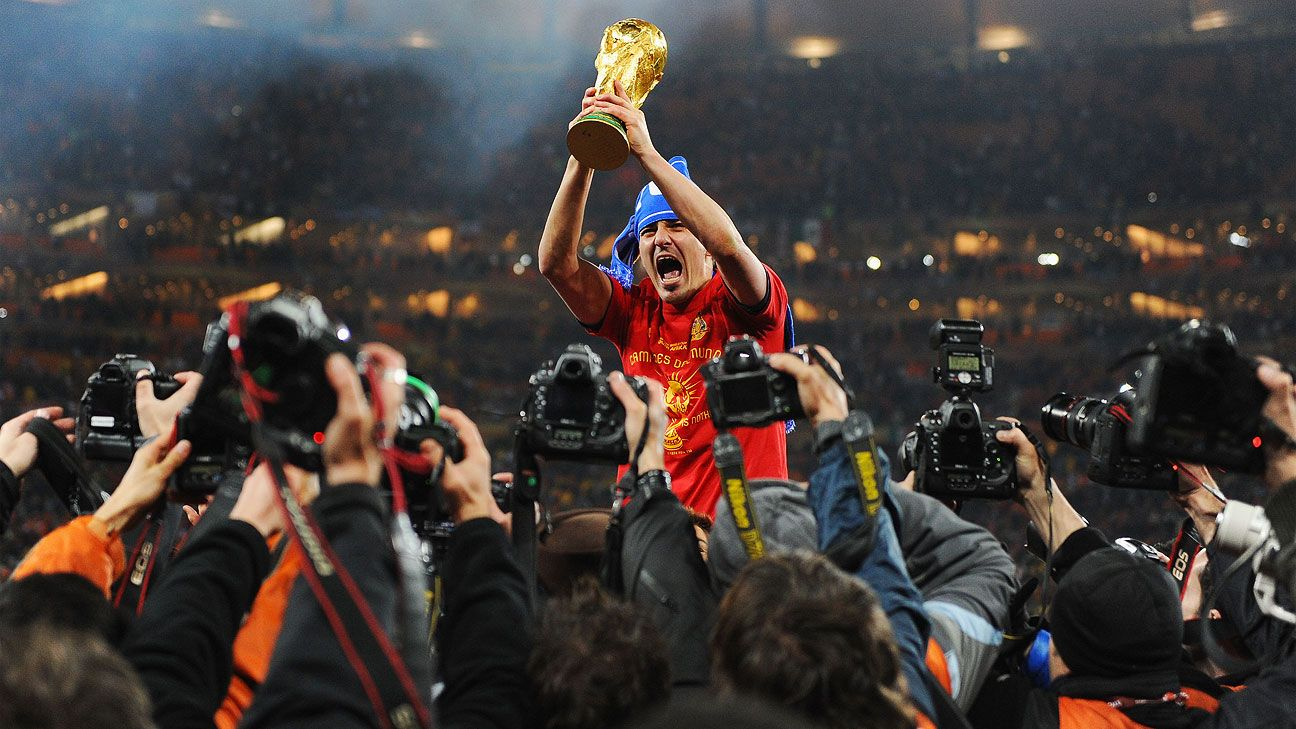 Barcelona and Spain great David Villa to retire at end of season