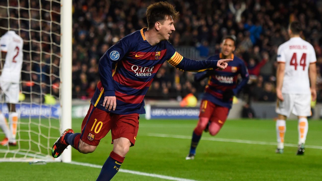 Barcelona's Lionel Messi receives Goal of the Season award