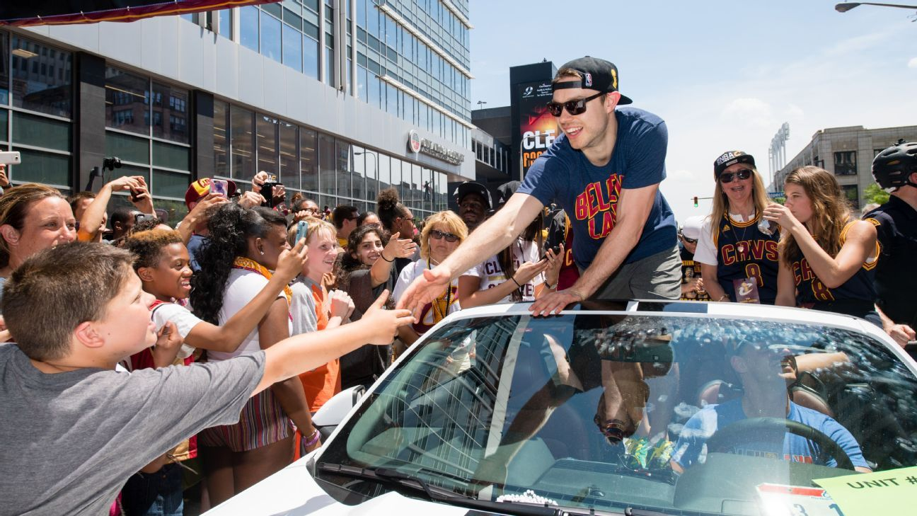 20504dc2f Matthew Dellavedova joins Bucks after Cleveland reach agreement ...