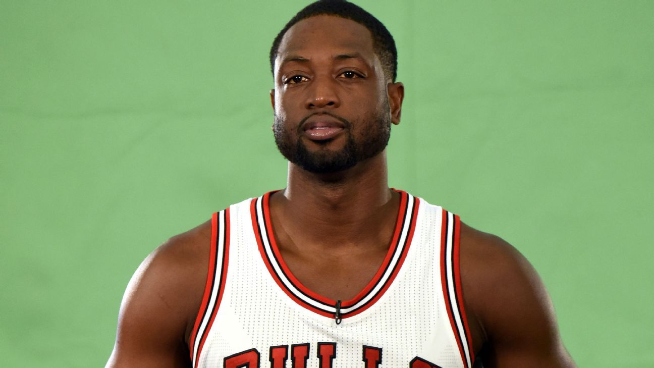 2050e99806d5 Dwyane Wade is adjusting to his new Chicago Bulls jersey - Chicago Bulls  Blog- ESPN
