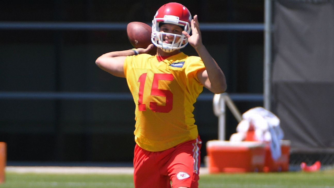 41bacbbf9fd Patrick Mahomes II of Kansas City Chiefs uninjured after being robbed