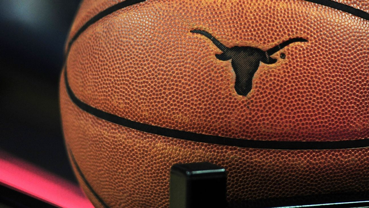 Texas' Hayes, potential lottery pick, injures knee