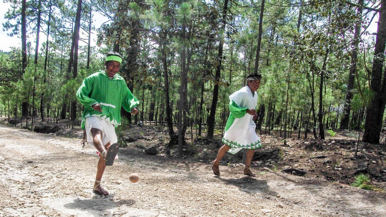 59806e058 Why marathons have been too short for Mexico s indigenous Raramuri ...