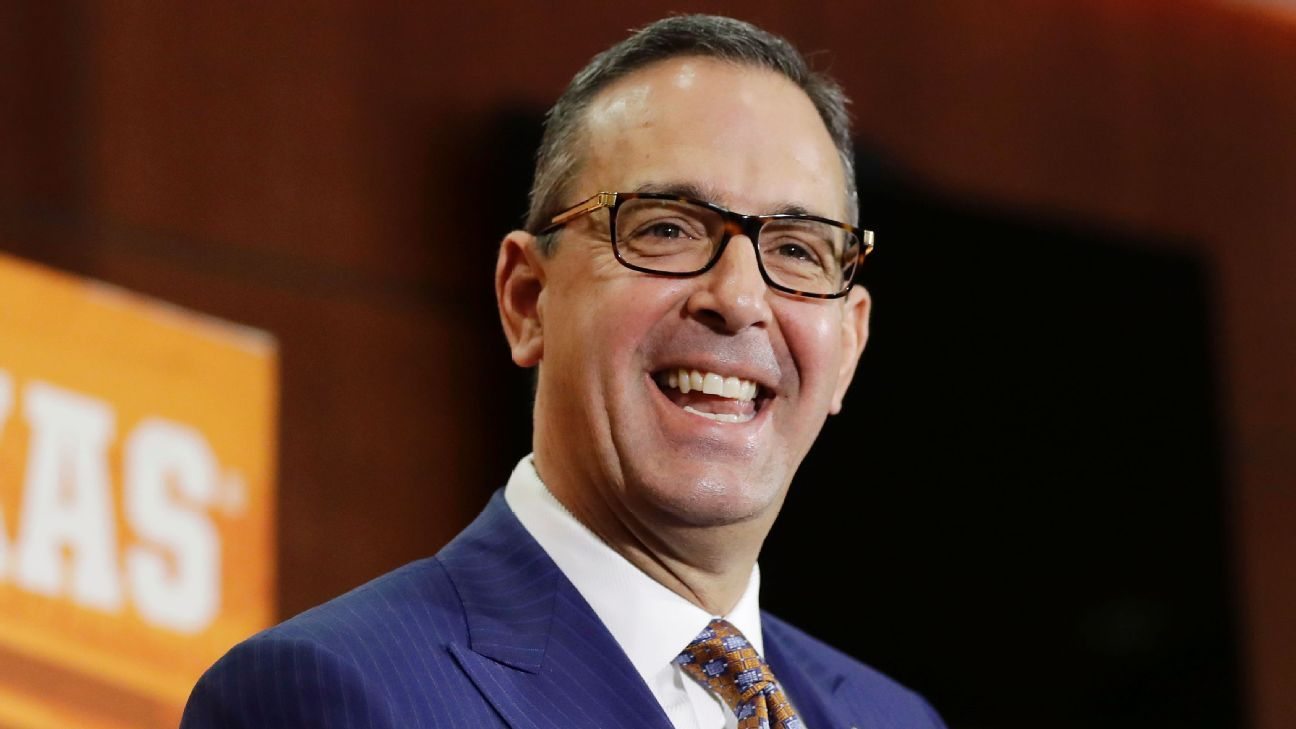 Longhorns AD Chris Del Conte gets raise, 3-year extension