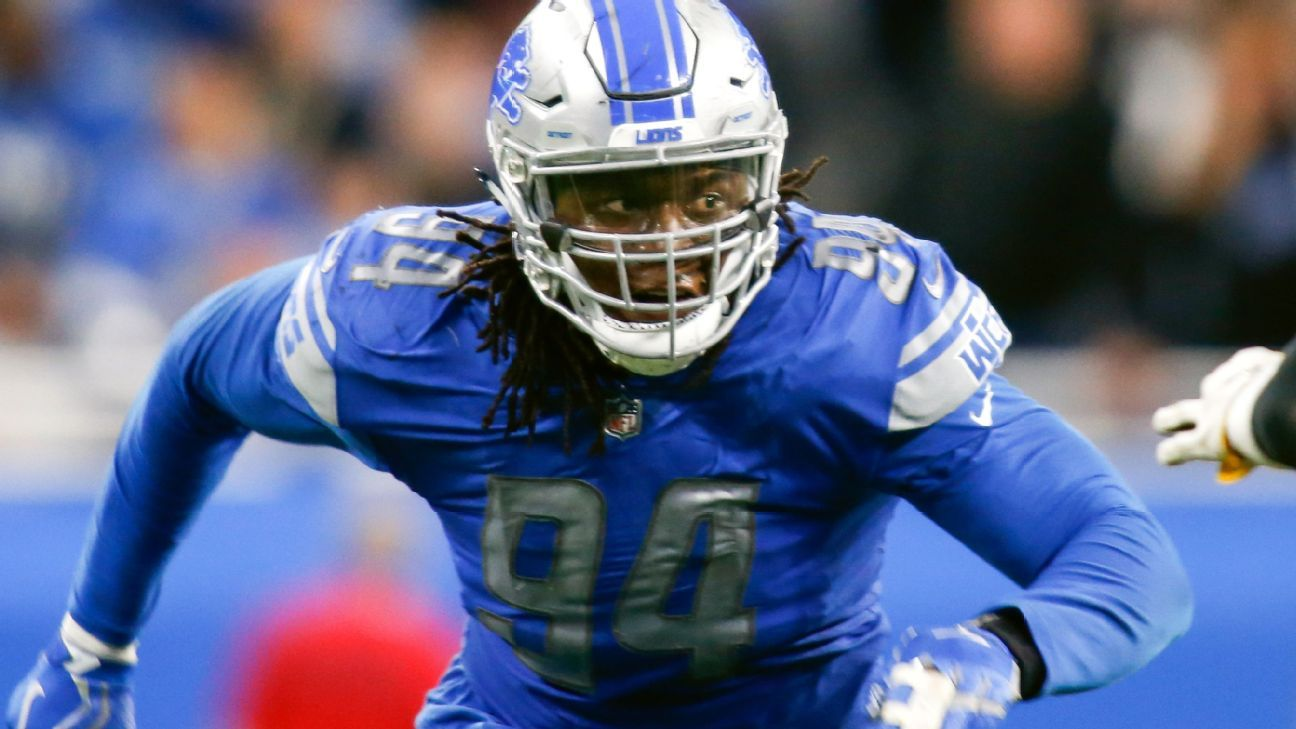 fa12dbbc782 Ezekiel Ansah, LeGarrette Blount of Detroit Lions leave with injuries