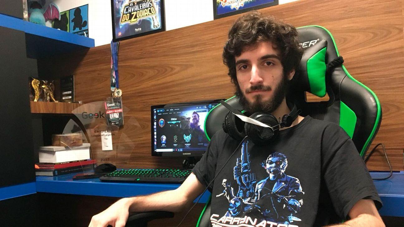 547859093 Vivendo o sonho: Brasileiro estudará nos EUA com bolsa para jogar League of  Legends
