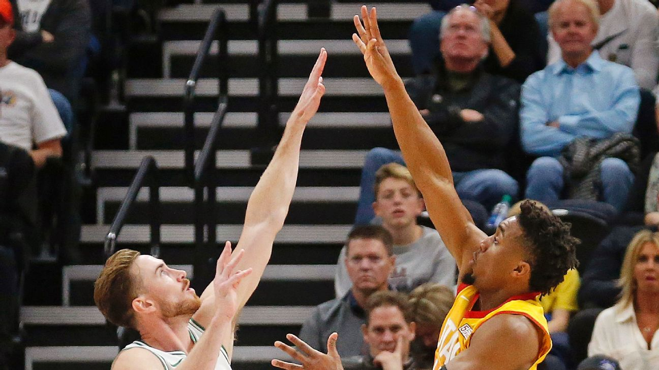 Gordon Hayward of Boston Celtics booed heavily by Utah Jazz fans in  homecoming 384a22ecd