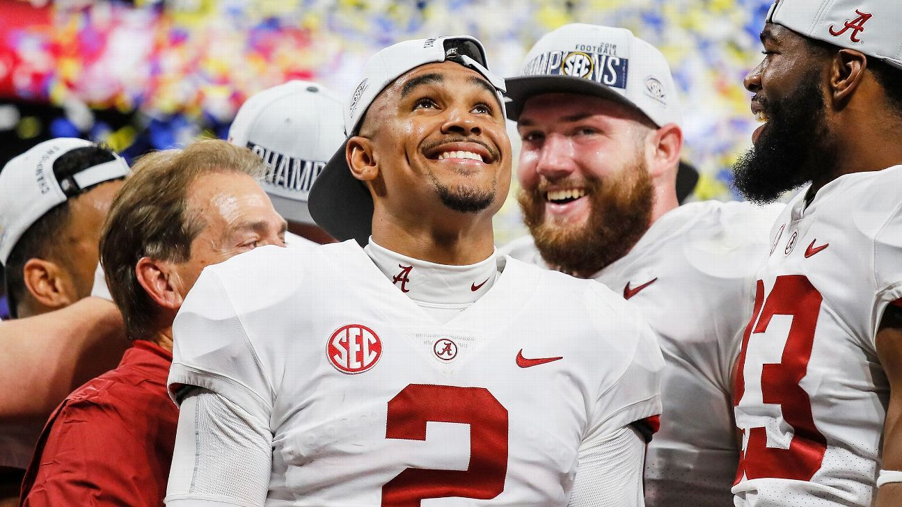 'I'm here for this team': Inside Jalen Hurts' roller-coaster year