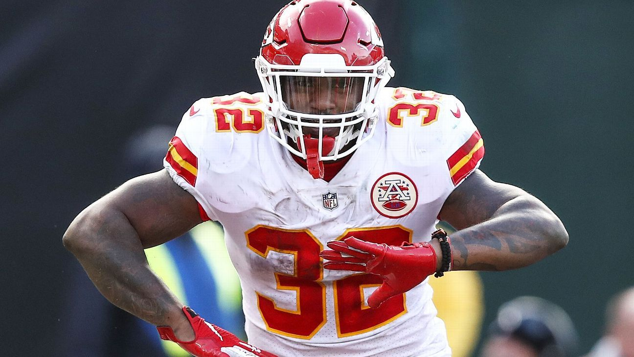 Spencer Ware, who has rushed for 1,580 yards and 11 touchdowns in his four NFL seasons, has signed with the Colts as a free agent.