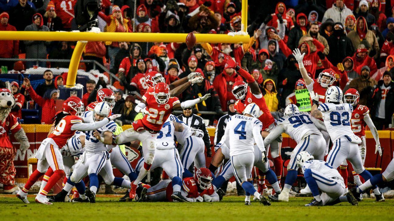 Adam Vinatieri of Indianapolis Colts misses short field goal