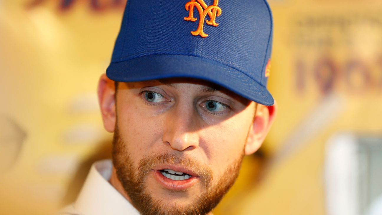 New Mets infielder Jed Lowrie to have MRI on knee