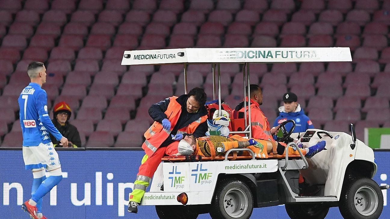 Napoli's Ospina collapses on pitch after suffering head injury