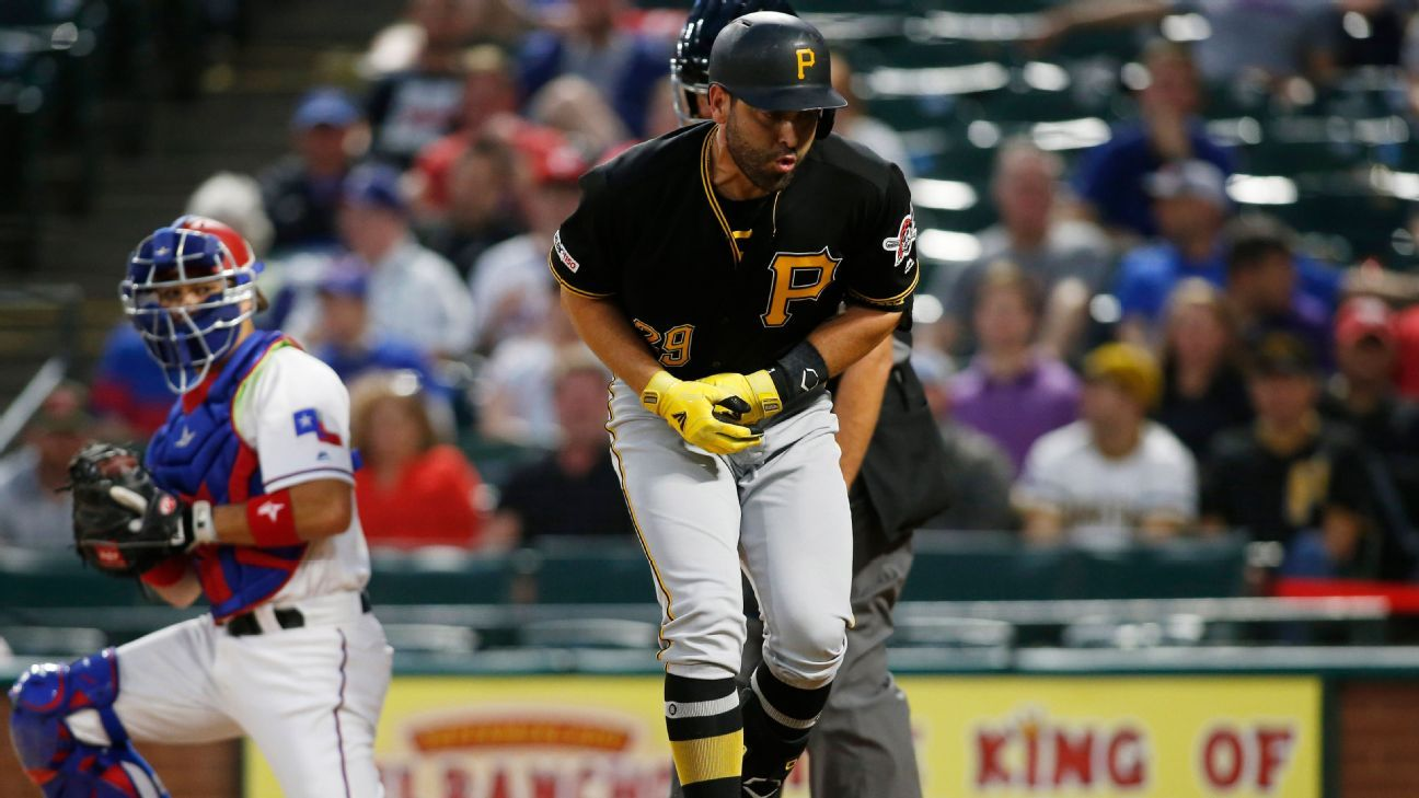 Braves sign C Cervelli after release from Pirates