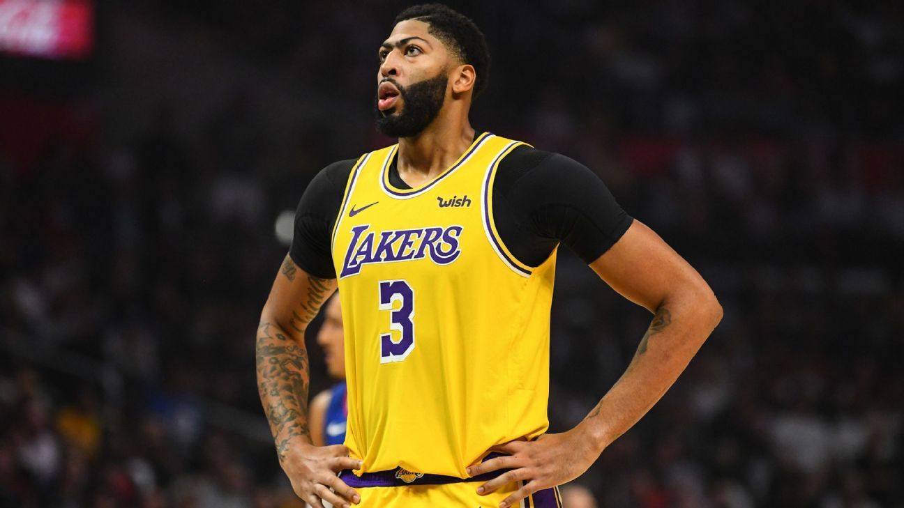 Anthony Davis says shoulder improving: 'We're moving in the right direction'