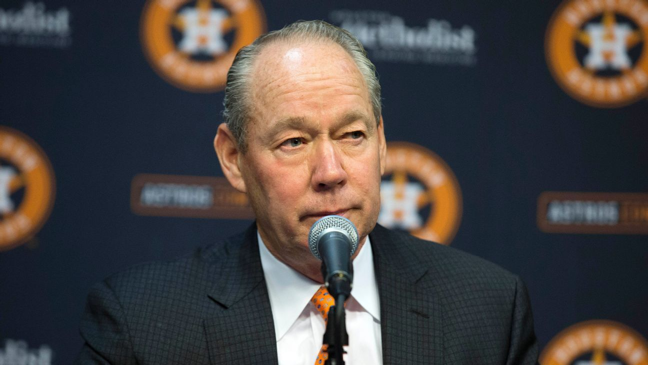 Astros' owner expects to hire manager by Feb. 3