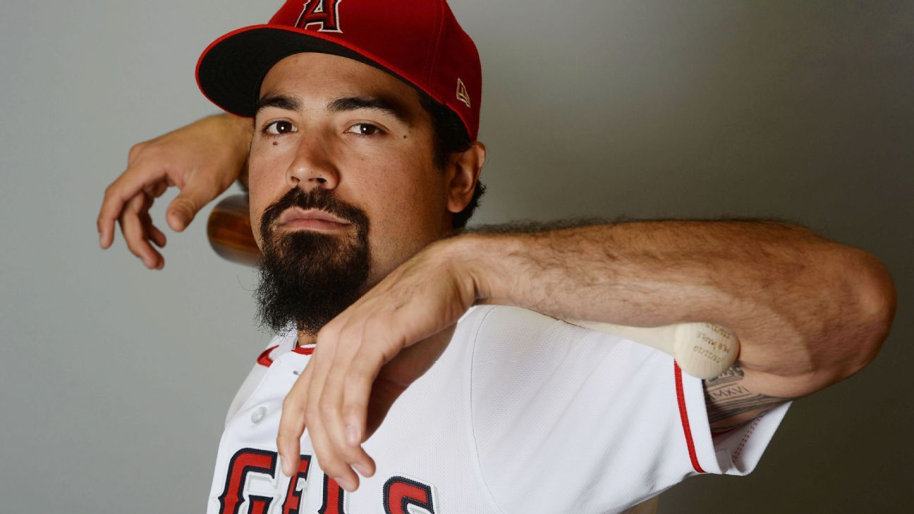 Angels' Rendon goes 2-for-2 in spring debut