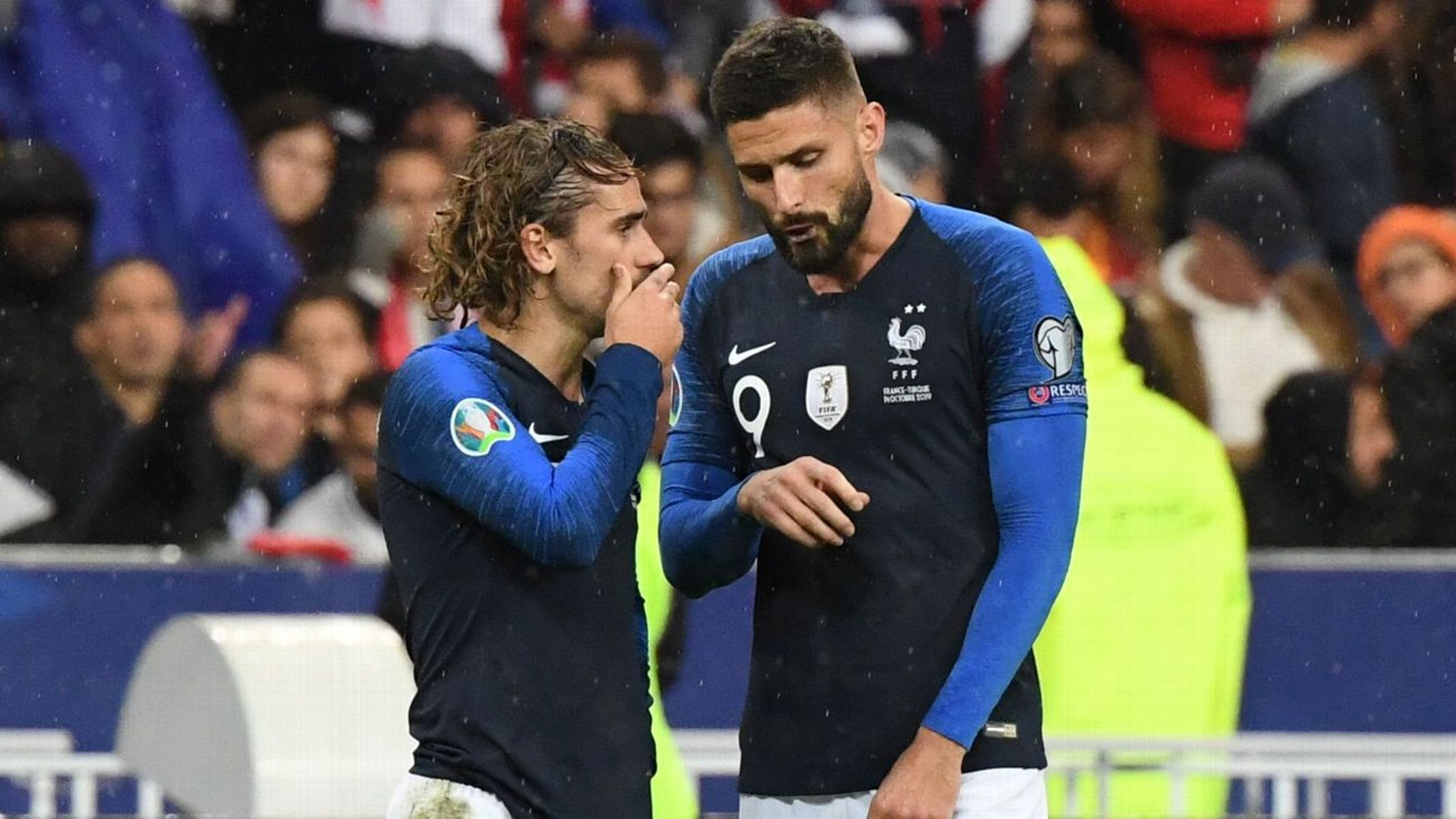 Griezmann defends Giroud in Benzema row