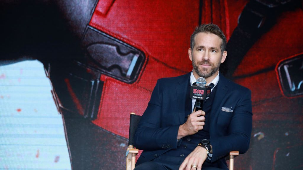'Deadpool' star Reynolds seeks to buy club in Wales