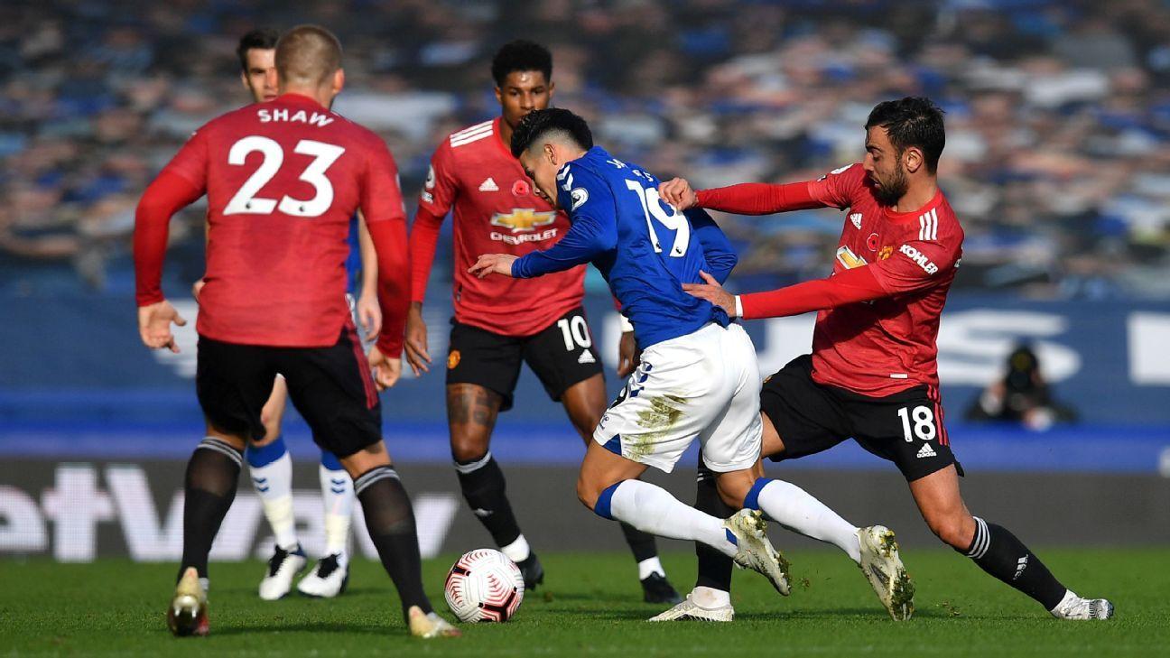 La defensa traiciona al Everton ante Manchester United en un flojo regreso de James