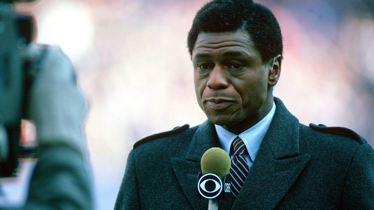 Irv Cross, Former NFL Player and First Black Full-Time Sports Analyst, Dies at 81
