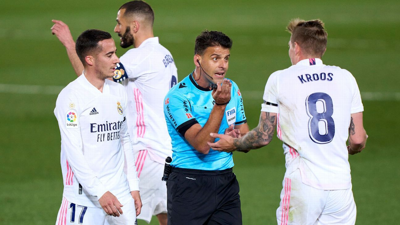 Polémica arbitral se cierne en primer lapso del Real Madrid vs. Barcelona
