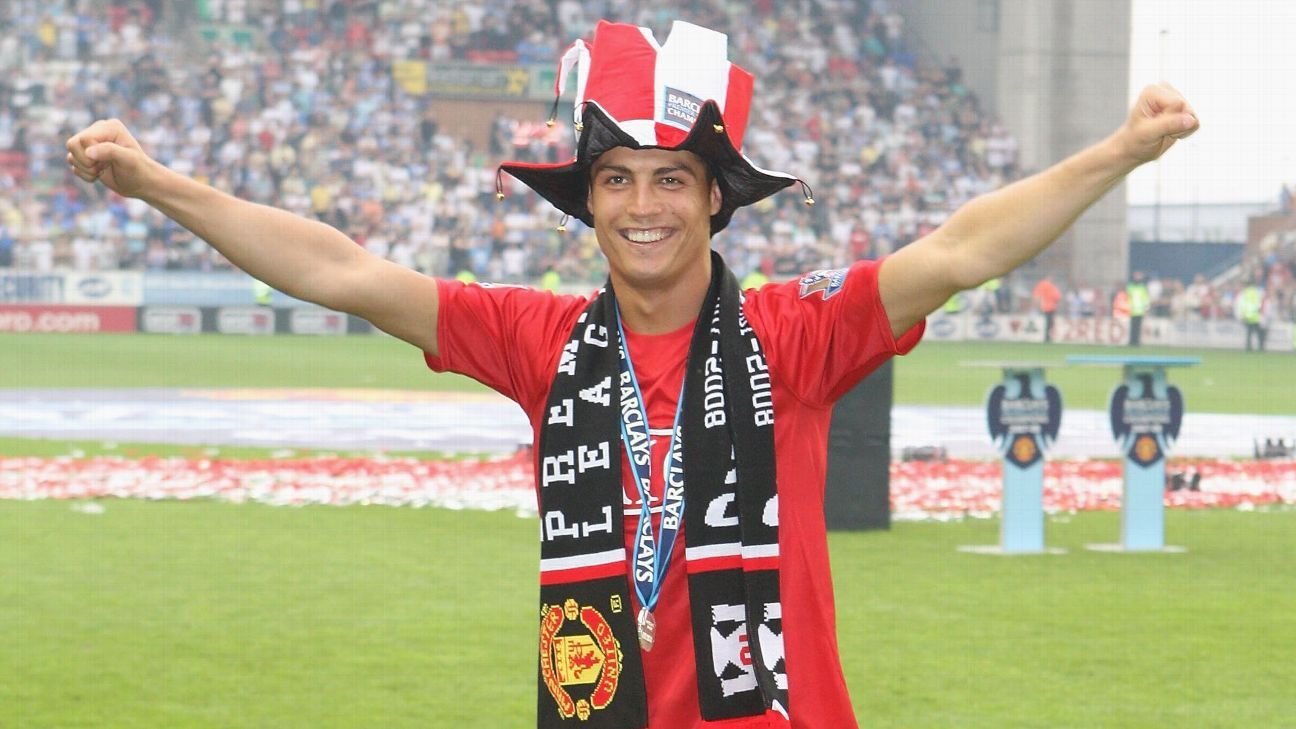 Cristiano Ronaldo signs for Manchester United: stunning Old Trafford return confirmed