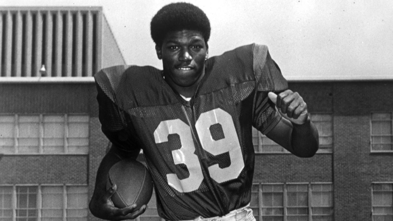Sam Cunningham, USC football great who became New England Patriots' all-time leading rusher, dies at 71